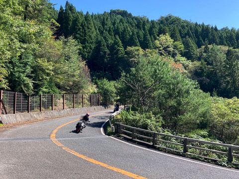 滋賀県側の鈴鹿スカイライン。減速帯も少なく走りやすい
