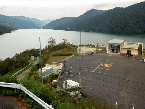 右端にあるのが徳山会館。湖を眺めながら昼食を