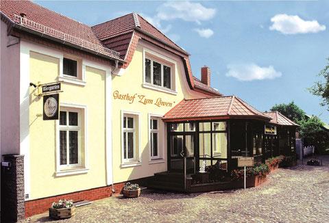 """Gasthof & Pension """"Zum Löwen"""" Straßenansicht"""