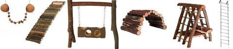 ponts suspendus, balançoire, mur d'escalade ou echelle, les accessoires ne manquent pas mais ils sont long à nettoyer !
