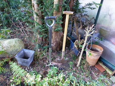 Arbeitsgeräte im Garten