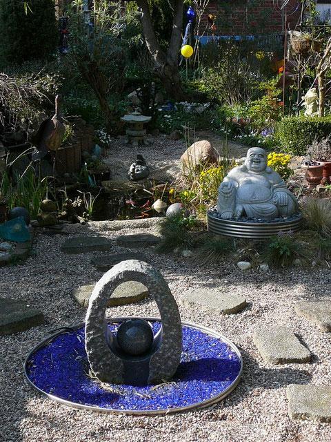 asiatischer Kiesgarten, Granitwasserspiel, Granit-Buddha, Gartenteich