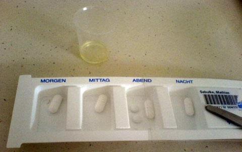 Arzneikassette mit vier Fächern für Tabletten. Work by Matthias Sebulke (Wikipedia-User: Mattes, Creative Commons License)