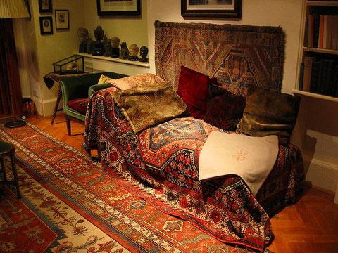 Keine Angst: Man muss nicht auf's Sofa ... ;-), Wikimedia Commons, Creative Commons License)
