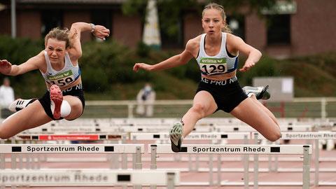 Lene Stumpen (rechts) belegte in 47,84 Sekunden  einen guten zweiten Platz über 300m Hürden der W15. (Foto: Christian Dangelmaier)