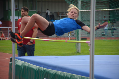 Leonie Dekker wurde mit 1,31 Metern Neunte im Hochsprung der U14.