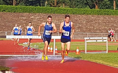In 6:13,26 min (Malte Stockhausen, Start-Nr. 479) und 6;14,67 min (Erik Höpfner, Start-Nr. 478) absolvierten die beiden LAZler den 2000-m-Hindernislauf und blieben damit unter der DM-Norm (6:15,20 min). (Foto: Andreas Stockhausen)