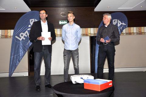 U20-Athlet Henry Vißer (Mitte) absolvierte bereits einen ersten Lehrgang am Olympiastützpunkt in Berlin (links: Stützpunktleiter Jürgen Palm, rechts: Vorsitzender Andreas Böing).