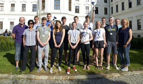 Wurftrainerehepaar Werner und Elli Niehaus (links) betreuten die erfolgreichen LAZ-Athleten vor Ort.