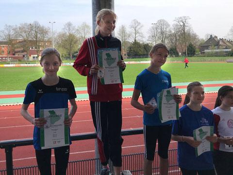 Lauftalent Thea Lehmbrock (links) lief in starken 7:59,08 Minuten auf Platz zwei des 2000-m-Laufs der W13.