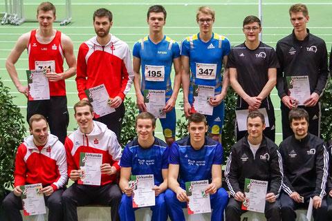 Silber für eine starke Teamleistung über 4x200m der LAZ-Athleten im blauen Dress: Simon Heweling, Jan Siebert (hinten ,v.l.) und Michel Boeck , Stefan Tigler (vorne, v.l.). (Foto: Roman Buhl)