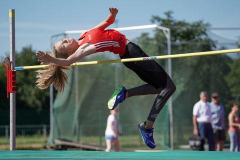 Fiona Terhardt übersprang die 1,56 m zum ersten Mal. (Foto: Christian Dangelmaier)