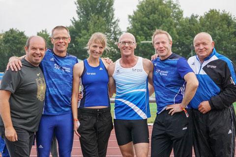 Das Foto zeigt von links:  Trainer Roman Buhl und die Athleten Reiner Heweling, Silke Bennies, Tom Ketelaer, Christian Dangelmaier und Hans Wewering.