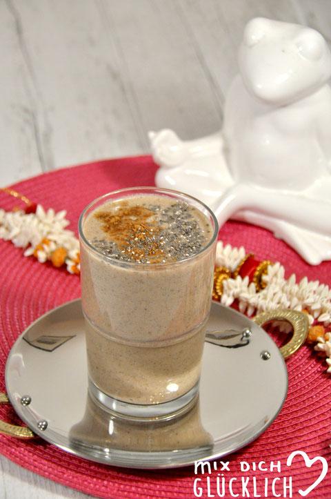 Chai Smoothie aus dem Thermomix vegan möglich mit Banane Chai Tee Milch Gewürzen und Chia Samen leckeres Frühstück