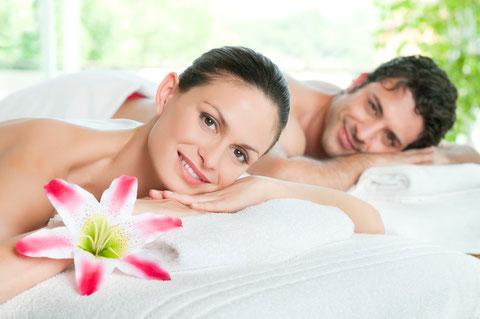 Ehepaar bei der Nachruhe nach einer Top Massage im Institut Wohlgemuth Linz