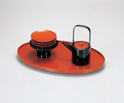 台を地平線 引き盃と銚子を太陽 日の出をイメージした屠蘇器です