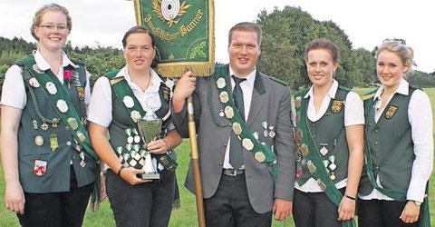 Die Kehdingbrucher Jungschützen wurden zum dritten Mal Bannersieger. Tagesbester wurde Ansgar Meyer (Mitte). Foto: Jäger