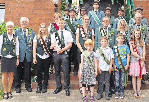Nach einem gelungenen Fest: Der Schützenverein Dobrock hat seine neue Königsfamilie ermittelt. Foto: Vinup
