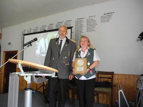 Kreisschützenmeister Otto Heinsohn mit Präsidentin Martina Jungclaus. Foto J. Bauer