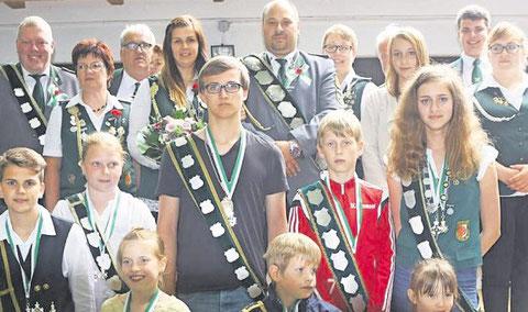 Die neue Königsfamilie Cadenberges. Foto: Köster
