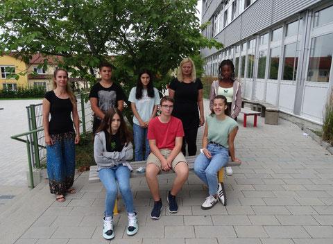 Von links: Jennifer Tyra (JaS), Xenia Jobs (8M), Yannik Jäger (9a), Letizia Herrmann (9a), Jakob Schreck (8M), Anton Hackel (9M), Marvin Beyer (9M), Antonia Sprenger (9M), Annette Schmitt (Vertrauenslehrerin), Luca Roos (9M)