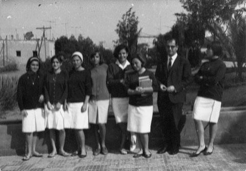 Rafael Rubio Latorre con un grupo de alumnas. Foto Abdel-kader Kibir