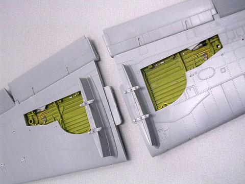 Rumpf- und Fahrwerksöffnungen werden in Chromatingelb gespritzt-auch hier können Leitungen detailliert und hervorgehoben werden.