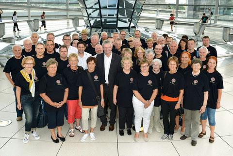 Mitglieder der IPA Main-Tauber mit MdB Alois Gehrig in der Kuppel des neuen Reichstags