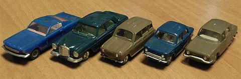 Ford Mustang, Mercedes 250 SE, Renault 4, Simca 1000, Renault 10. La foto es cortesía de Piero Barba (Italia).