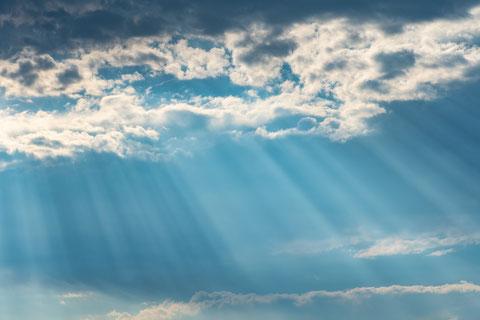 Himmel mit Sonnenstrahlen