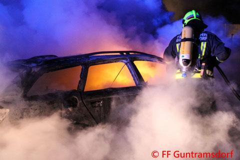 Feuerwehr, Blaulicht, Guntramsdorf, Bankomatraub, Brand, PKW, Lebensmittelgeschäft