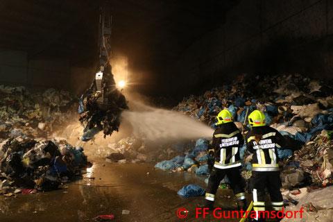 Feuerwehr; Blaulicht; FF Guntramsdorf; Chemiewerk; Schadstoffunfall;