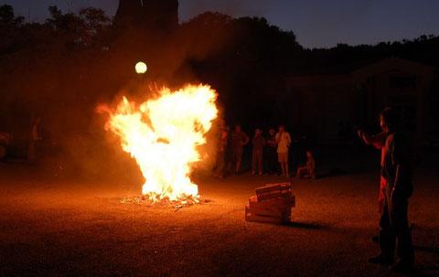 Les flammes forment ici  une sorte de dragon, vous ne trouvez pas ?