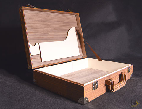 aktenkoffer, koffer, koffer kaufen, aktenkoffer aus holz, lasergravur, gravur, personalisierte koffer, taf-Laser, holzgravur