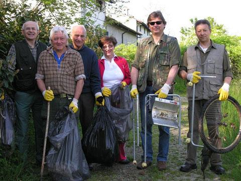 Rifiutando: iniziativa di pulizia dell'ambiente
