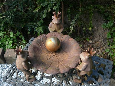 3 Froschkönige und eine Kugel