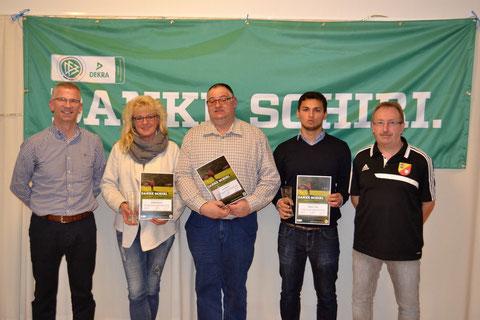 Danke Schiri: Birgitta Bargmann (2. v. l.), Arnold Brandt und Dajinder Pabla wurden von Stefan Wiese vom SHFV (l.) ausgezeichnet - rechts im Bild Hans-Werner Karstens