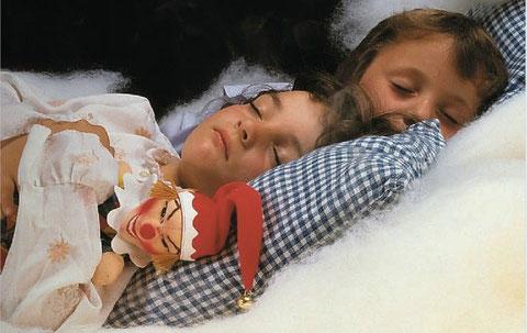 ケルザのハンドパペットと子ども