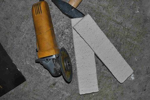Zwei Streifen Schamott mit Keramiktrennscheibe getrennt