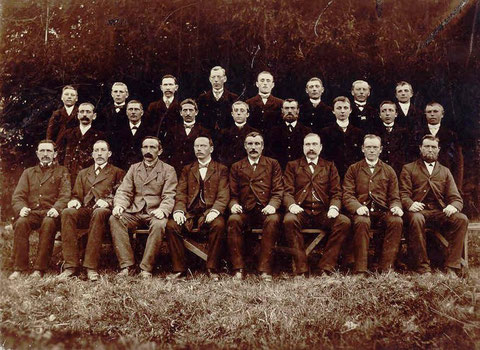 Fünf Jahre nach der Gründung zur Erinnerung an das Sängerfest in Oberholsten am 8. Mai 1898