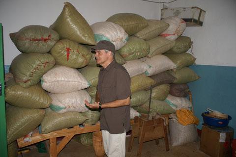 Magazino deposito arachidi
