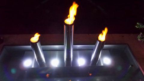 Edelstahl Brunnen mit Feuertöpfen
