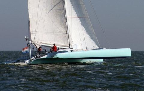 TR40 trimaran Yana sailing