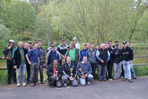 Les participants entourant les Vainqueurs