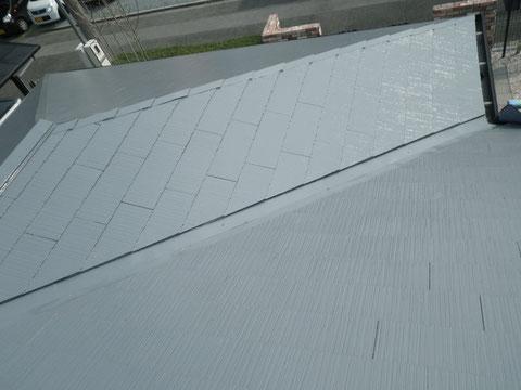 熊本Y様家のコロニアル屋根塗り替え完成。玄関上塗装仕上がり。