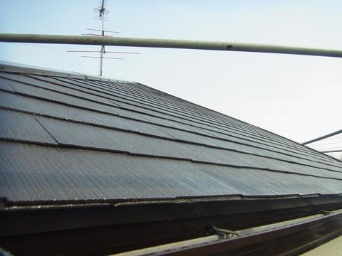 コロニアル屋根塗装完成を下角度から接写で撮影しました。