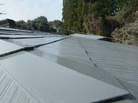 熊本Y様家のスレート コロニアル屋根の塗り替え。高耐久・防カビシリコン塗料のグレー色を採用しました。おすすめです。