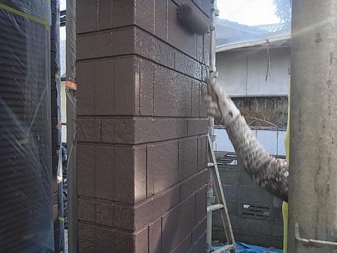 熊本委市〇様家の外壁塗装を茶色で塗り替えております。