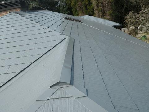 熊本Y様家のコロニアル屋根塗装完成。全体写真グレーカラー使用。