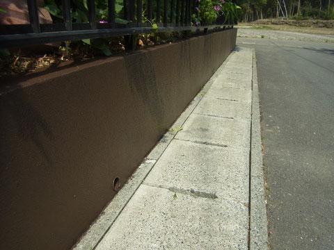 塀塗装完成。茶色で塗替え